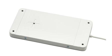 IKEA lanza la base de carga SJÖMÄRKE que convierte casi cualquier mesa en un cargador inalámbrico e invisible