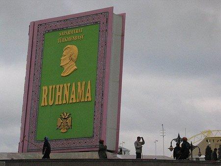 Un libro muy enfermizo: el 'Ruhnama'