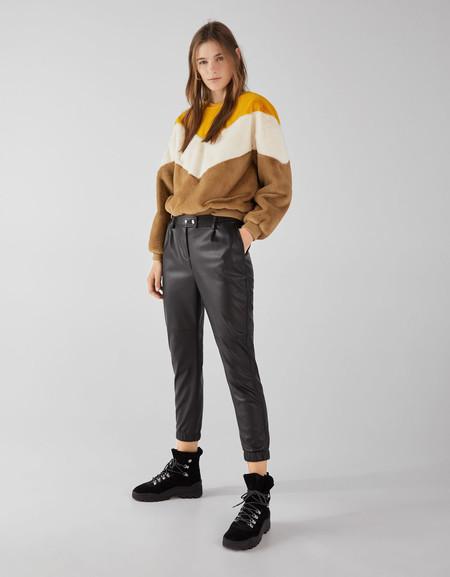 pantalones cuero lowcost bershka