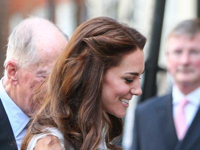 Kate Middleton apuesta por la tendencia del momento: los vestidos asimétricos