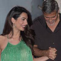 Amal Clooney pasea su glamour por Italia con un perfecto look en color verde