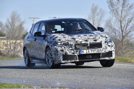 El nuevo BMW Serie 1 ultima su fase de pruebas y se deja ver camuflado: confirmado el M135i con 306 CV