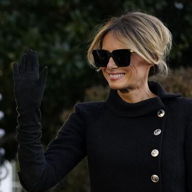 De riguroso negro y muy elegante abandona Melania Trump la Casa Blanca