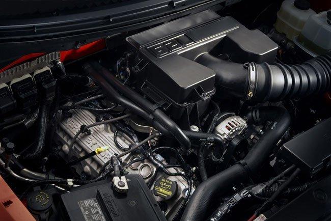 Ford F-150 SVT Raptor R Engine Bay