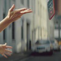 La durabilidad del iPhone 12 y la pantalla Ceramic Shield aparecen en un nuevo anuncio