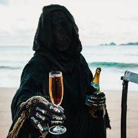 The Swim Reaper: el Instagram de la muerte que caricaturiza el postureo