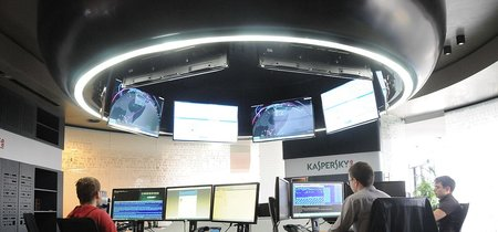 """Director de Interpol: """"Mientras Estados Unidos y Kaspersky se enfrentan, los cibercriminales colaboran entre ellos"""""""