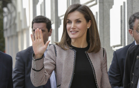 Doña Letizia reaparece en público tras la polémica de la Misa del Domingo de Pascua, así es el look que ha elegido