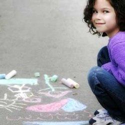 Actividades para niños al aire libre: Pintar con tizas