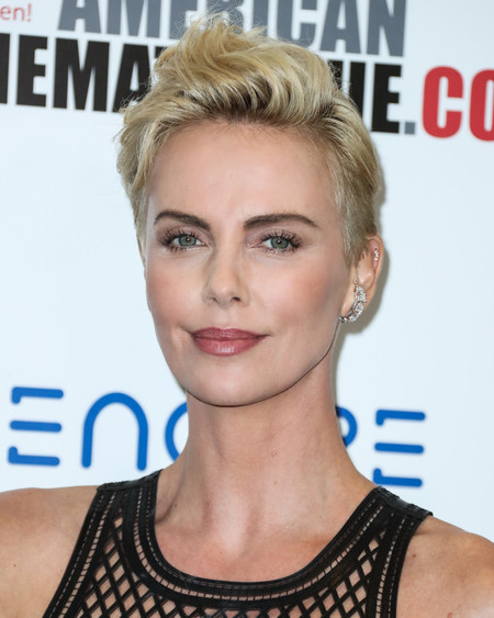 charlize theron cambio look