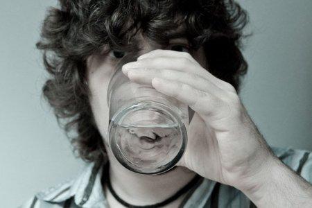 Para adelgazar más: bebe agua antes de las comidas
