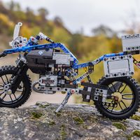 Viaja directo a tu infancia con la BMW R 1200 GS Adventure de LEGO