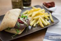 Receta de hamburguesa Piamonte, con tomates secos y mostaza de Dijon
