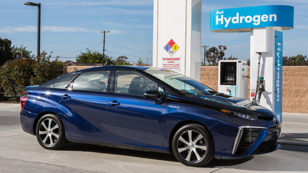 BMW y Toyota relativizan el auge del coche eléctrico, y van a apostar fuerte por el coche de hidrógeno