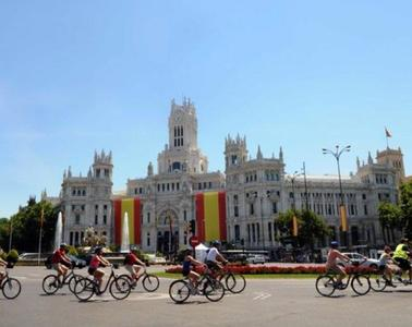 Madrid se engalana para la proclamación de Felipe VI