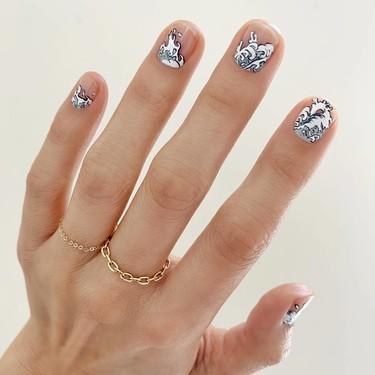Las olas y espuma de mar crean la manicura más deseada del verano, porque nuestras uñas también merecen un chapuzón