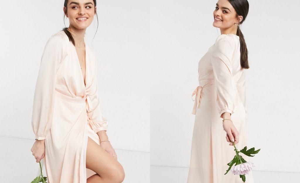 Vestido midi color rubor claro para dama de honor con diseño cruzado y manga larga de satén de TFNC