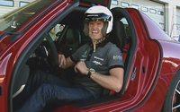 ¿Indeciso? David Coulthard pilota el Mercedes SLS AMG, Alonso el Ferrari F12berlinetta, pilotos GT el McLaren MP4-12C