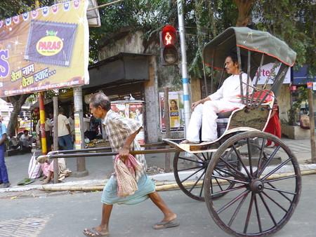 Éste son el hombre y la mujer que han realizado el viaje más largo en rickshaw/bicitaxi