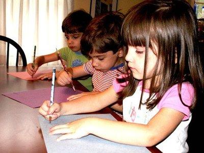 Los deberes para casa se convierten en una sobrecarga para los niños y pueden provocar desigualdades sociales