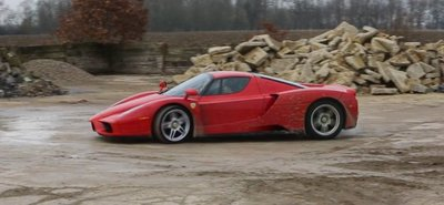 Ir de rally en un Ferrari Enzo y no morir en el intento