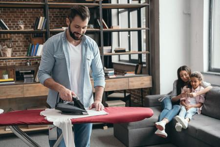 Cómo elegir la plancha que te facilite al máximo la (dura) tarea de planchar