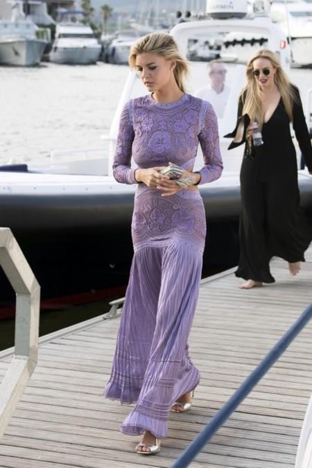 Kelly Rorhbarch, la nueva novia de Leonardo di Caprio, se corona reina de su fiesta benéfica en Saint Tropez