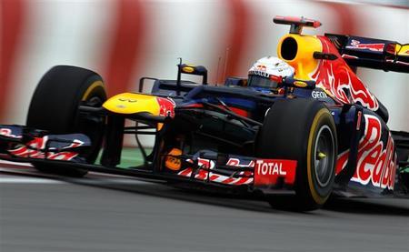 Sebastian Vettel se impone por un suspiro a Fernando Alonso en los últimos libres