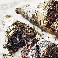 Que no te engañen: este 'croissant' negro con carbón activado, ni es 'detox' ni es 'croissant'