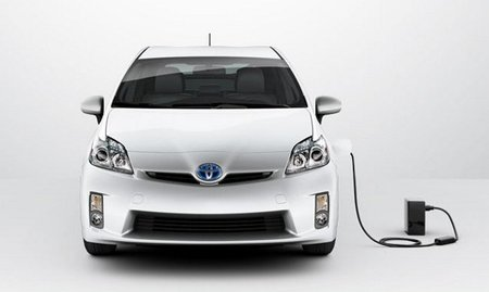 Toyota-Prius-Plug-in-front