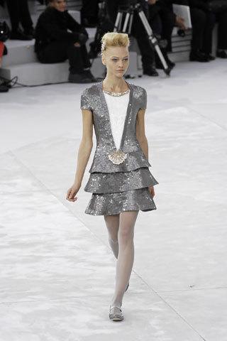 Clon de vestido Chanel Alta Costura, en Uterqüe