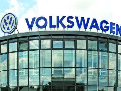 En el año de las consecuencias por el escándalo, Volkswagen se convierte en el líder mundial de ventas