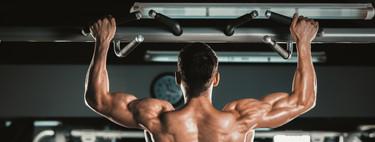 No es lo mismo una dominada estándar que una dominada con balanceo típica de CrossFit: conoce las diferencias