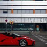 Y este es el Ferrari LaFerrari Aperta paseando por Barcelona con vídeo incluído