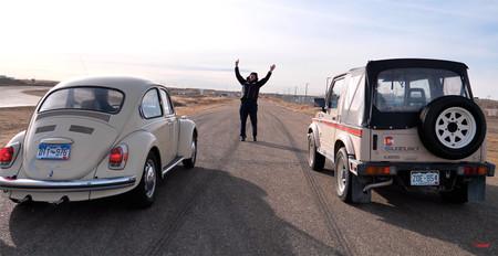 Vídeo: un Suzuki Samurai y un Volkswagen Super Beetle se enfrentan en el drag más lento jamás concebido