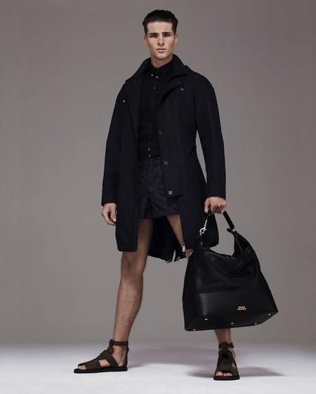 ¿Un Versace fácil de poner y asequible? Pues parece que la Primavera-Verano 2014 nos lo trae...