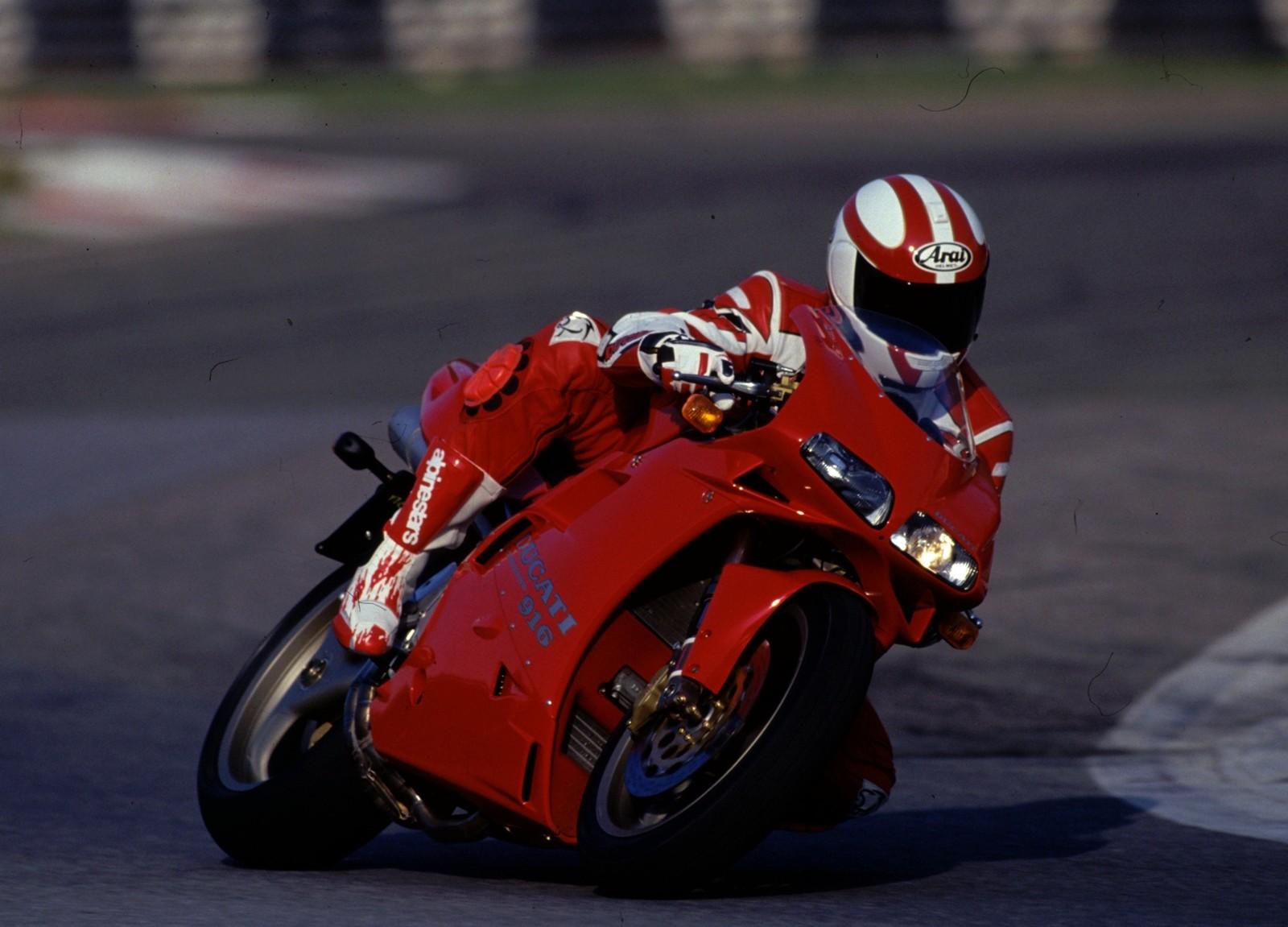 Foto de Ducati Panigale V4 25° Anniversario 916 (59/73)