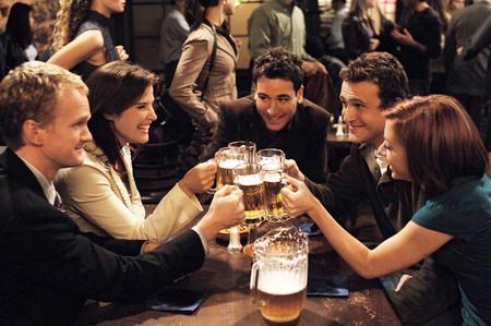 Las cervezas premium más ricas para hacer un aperitivo con amigos en la fase 1 y dónde comprarlas para que te las envíen a casa