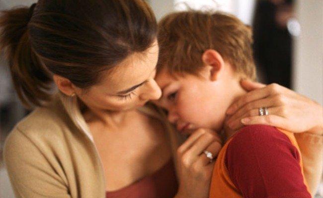 niño con nauseas: no dar primperán