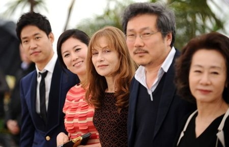 in-another-country-cannes-hong-sangsoo.jpg
