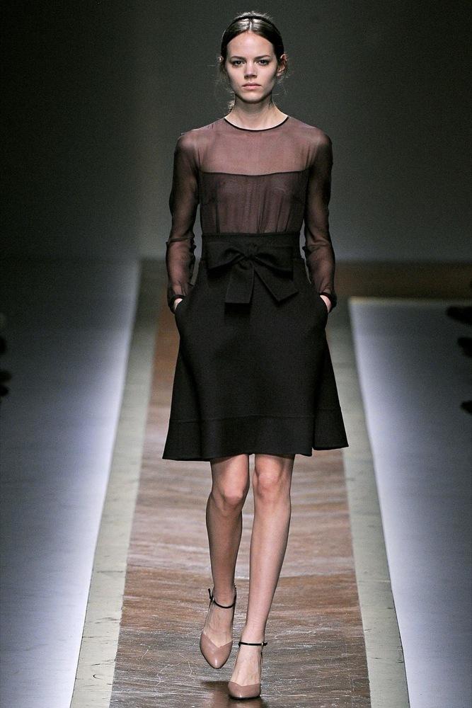 Foto de Valentino Otoño-Invierno 2011/2012 en la Semana de la Moda de París: la moda está triste (12/23)