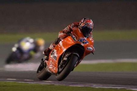 MotoGP Qatar 2010: Stoner, Rossi y Lorenzo mandan en el primer asalto de MotoGP