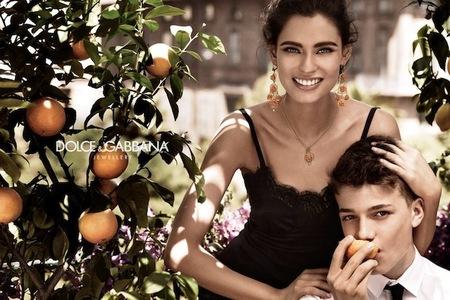 Bianca Balti seduce en la nueva campaña de joyas de Dolce & Gabbana