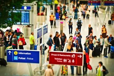 Los aeropuertos chinos estrenan controles de seguridad exclusivos para mujeres. ¿Son realmente necesarios?