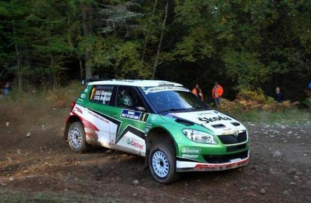 Juho Hanninen celebra su titulo del IRC con la victoria en Escocia