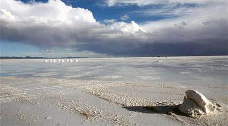 Bolivia podría abrir una planta para fabricar baterías de litio