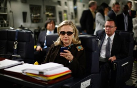 "El poder de las redes sociales y los memes: los casos de ""Ridiculously Photogenic Guy"" y ""Texts from Hillary"""