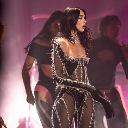 La manicura que lució Dua Lipa en su concierto virtual Studio 2054 se convierte en una de las favoritas para estas Navidades 2020
