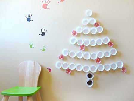 arbol de navidad con papeles de magdalenas