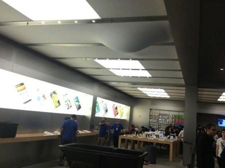 Imagen de la semana: esto es lo que ocurre cuando hay goteras en la Apple Store de la Quinta Avenida